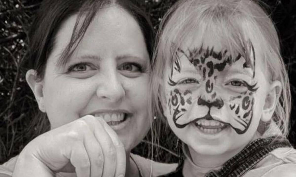 Πράξη ανθρωπιάς: Άστεγη δίνει τα τελευταία της χρήματα σε κοριτσάκι που κλαίει