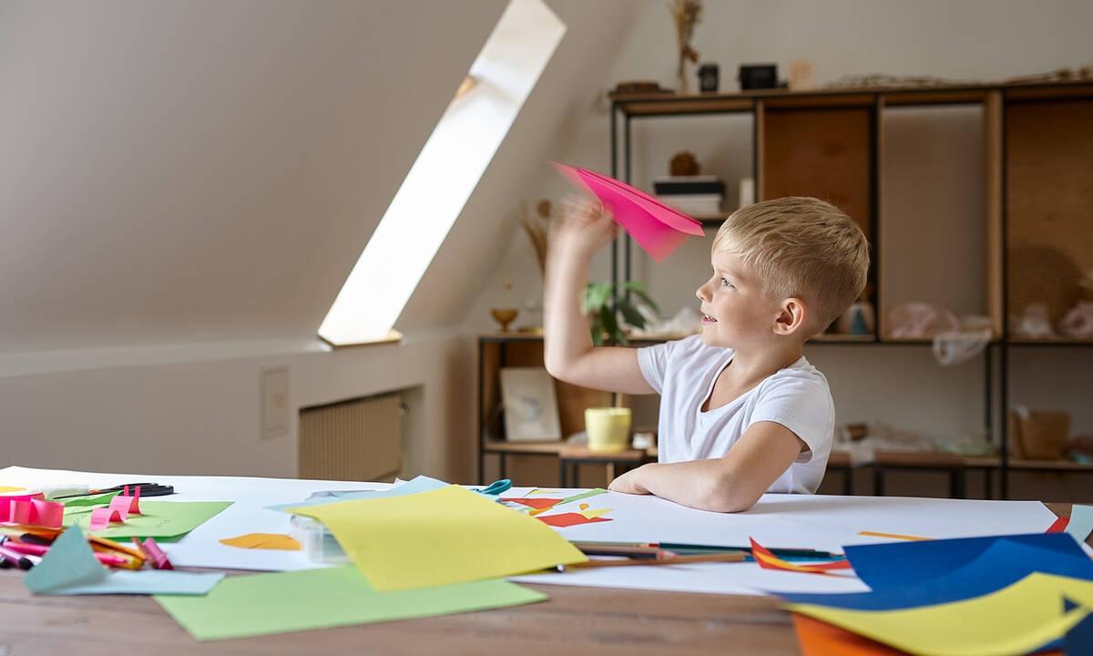 Κατασκευές για παιδιά: Φτιάξτε αεροπλανάκια από χαρτί (βίντεο)