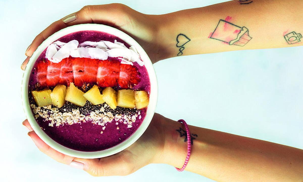 Acai μπολ με μάνγκο και φράουλες - Φτιάξτε το με τη συνταγή του Άκη