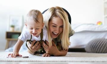 Έρευνα: Πώς το μπουσούλημα επηρεάζει την ανάπτυξη αντίληψης του βρέφους;