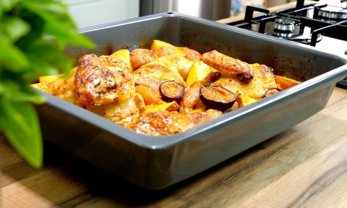 Τι να μαγειρέψετε σήμερα; Κοτόπουλο στο φούρνο με δαμάσκηνα