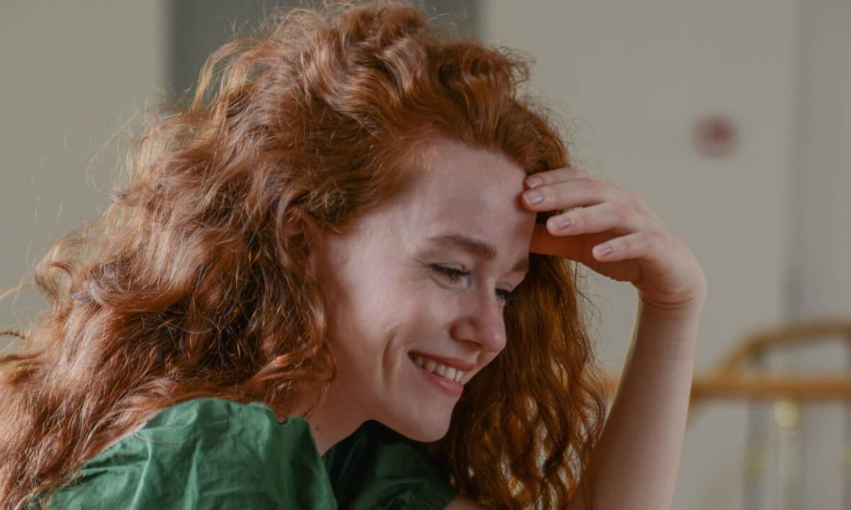 Πέφτουν τα μαλλιά σου; 3 μύθοι που πρέπει να βγάλεις από το μυαλό σου asap