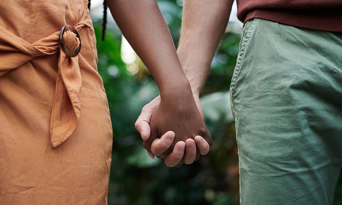 Τι λένε οι ψυχολόγοι για τα 20 χρόνια διαφορά σε μια σχέση;