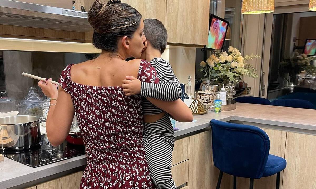 Σταματίνα Τσιμτσιλή: Οι 2 απίθανες φώτο που δημοσίευσε με τον γιο της