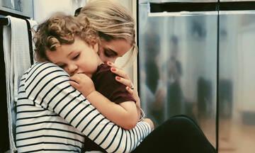 Μια υπενθύμιση σε όλες τις μαμάδες: Να είστε ευγενικές με τον εαυτό σας