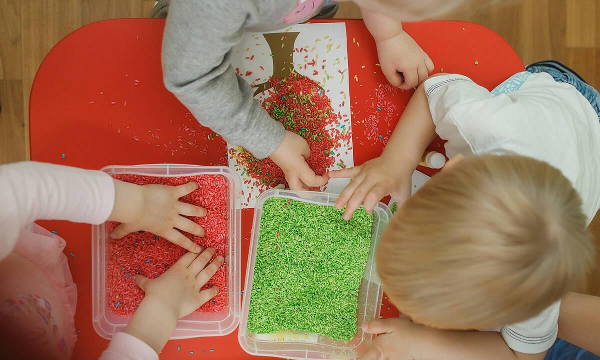 Αισθητηριακά παιχνίδια με ρύζι για παιδιά