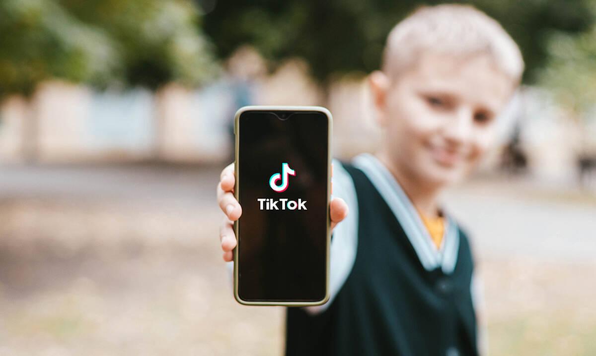 Το νέο challenge στο TikTok που θα πρέπει να ανησυχήσει τους γονείς (βίντεο)