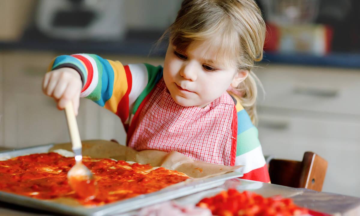 Μαγειρεύουμε παίζοντας: Φτιάξτε πίτσα μαζί με τα παιδιά