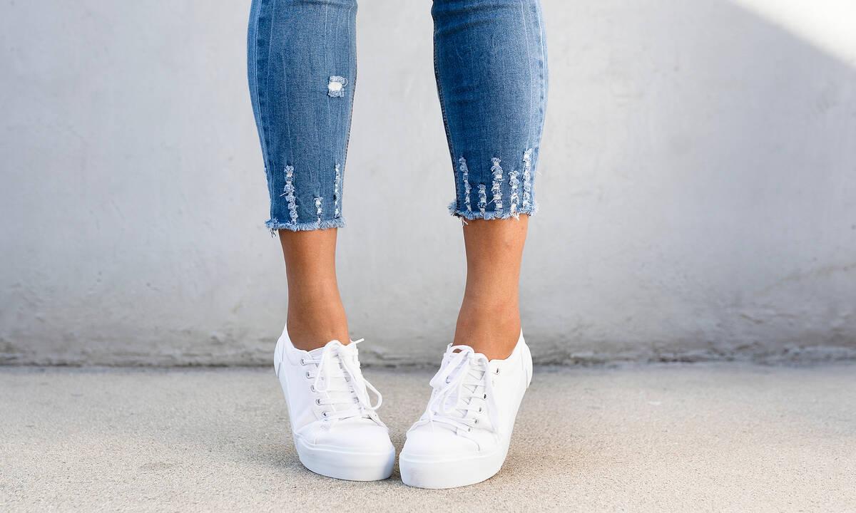 Tips για μαμάδες: Καθαρίστε τα λευκά παπούτσια σας με μαγειρική σόδα