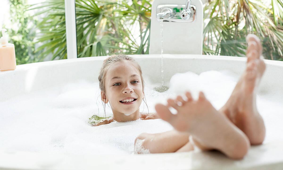 Πόσο συχνά πρέπει οι γονείς να κάνουν μπάνιο τα παιδιά τους;