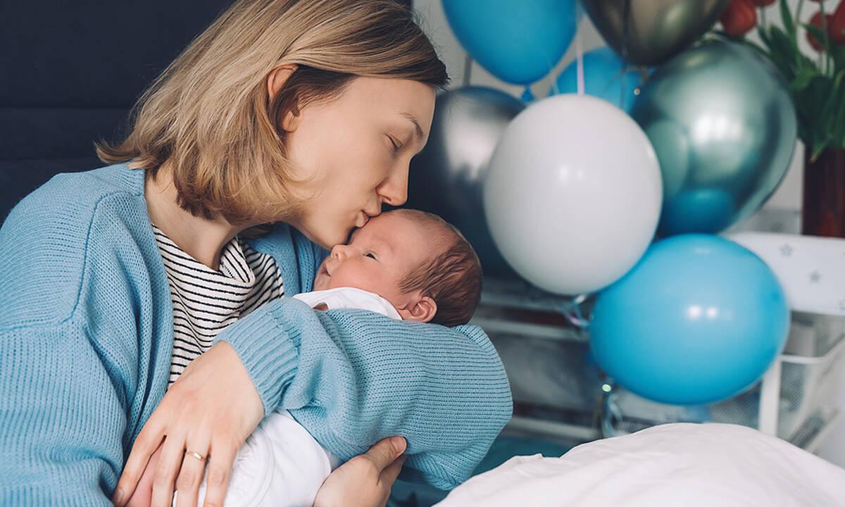 To λέει και η επιστήμη: Η αγκαλιά είναι το καλύτερο χαλαρωτικό για τα μωρά