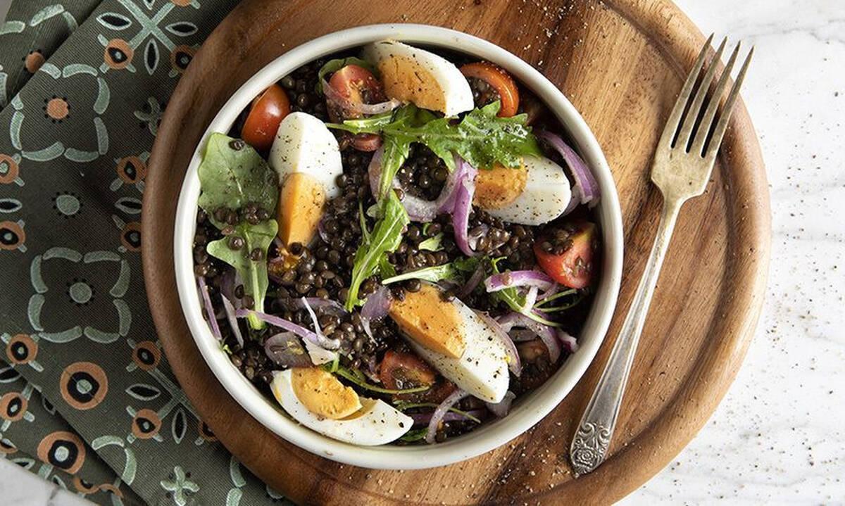 Σαλάτα με φακές και αυγά - Απολαύστε την και ως πλήρες γεύμα