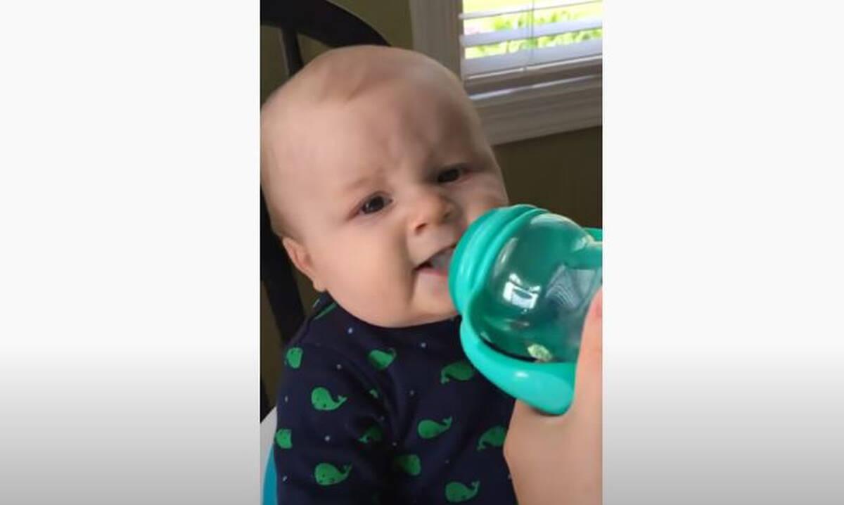 Μωρό πίνει για πρώτη φορά νερό - Απίθανη η αντίδρασή του (vid)
