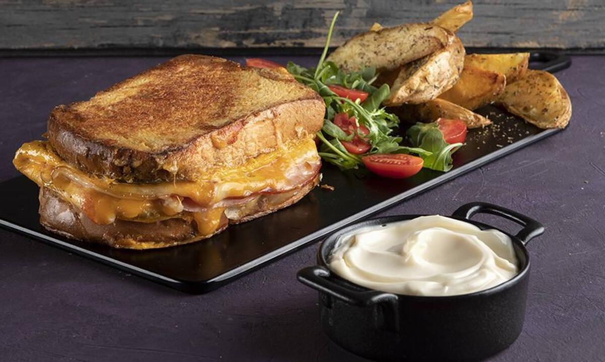 Ομελέτα σάντουιτς: Χορταστικό και θρεπτικό σνακ για εσάς και τα παιδιά