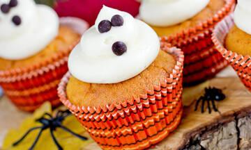 Μαγειρεύουμε παίζοντας: Halloween muffins με κολοκύθα και κρέμα τυριού
