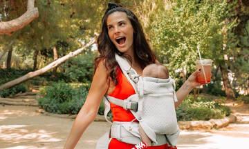 Χριστίνα Μπόμπα: Αγκαλίτσες και φιλάκια με τη μια της κόρη