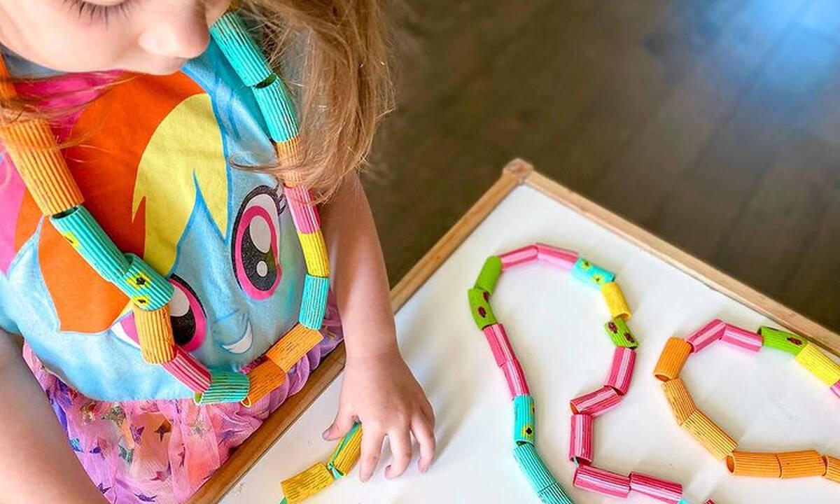 Κατασκευές για παιδιά: Φτιάξτε χαριτωμένα κολιέ με ζυμαρικά