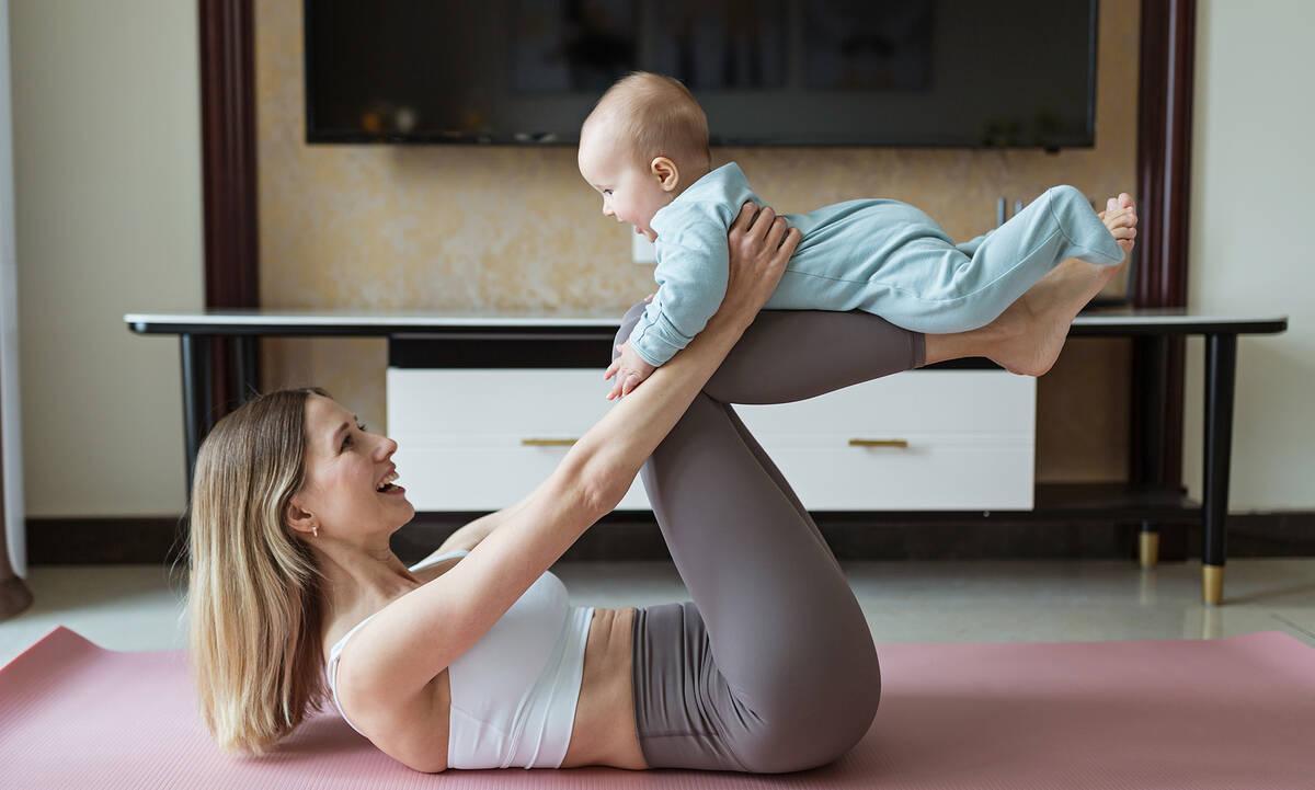 Γυμναστική μετά τον τοκετό: Ασκήσεις που μπορείτε να κάνετε μαζί με το μωρό