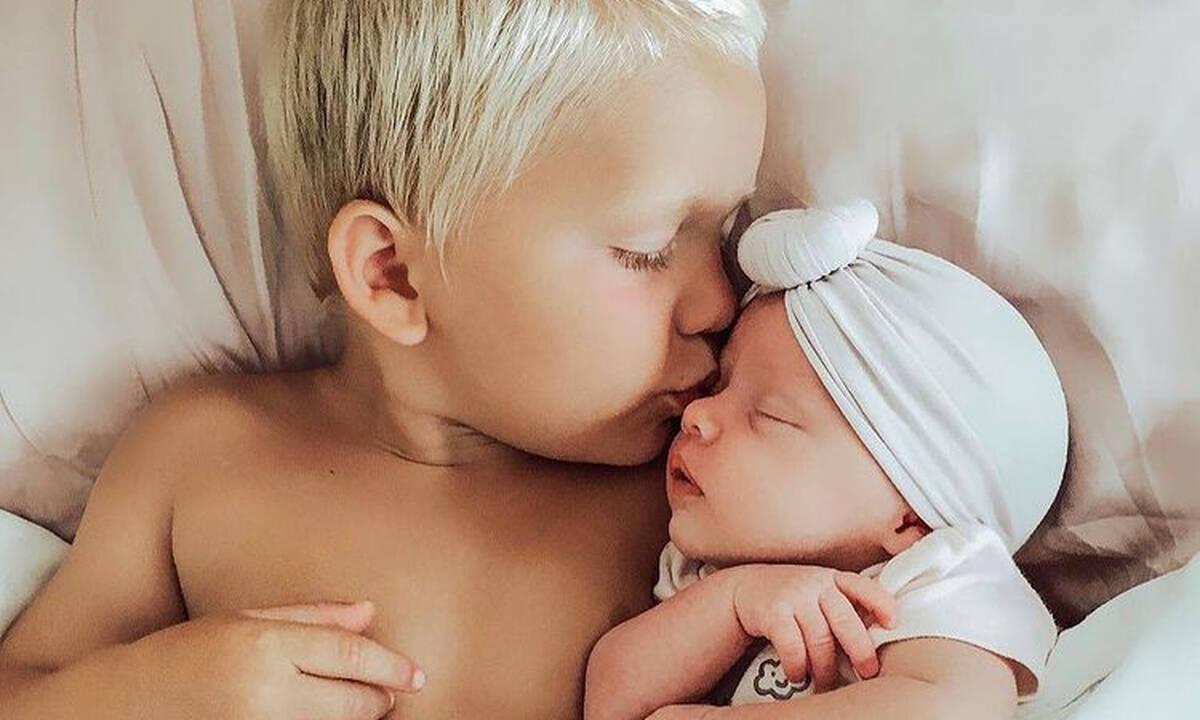 Πολύτεκνη μητέρα δημοσιεύει απίθανες φωτογραφίες των παιδιών της