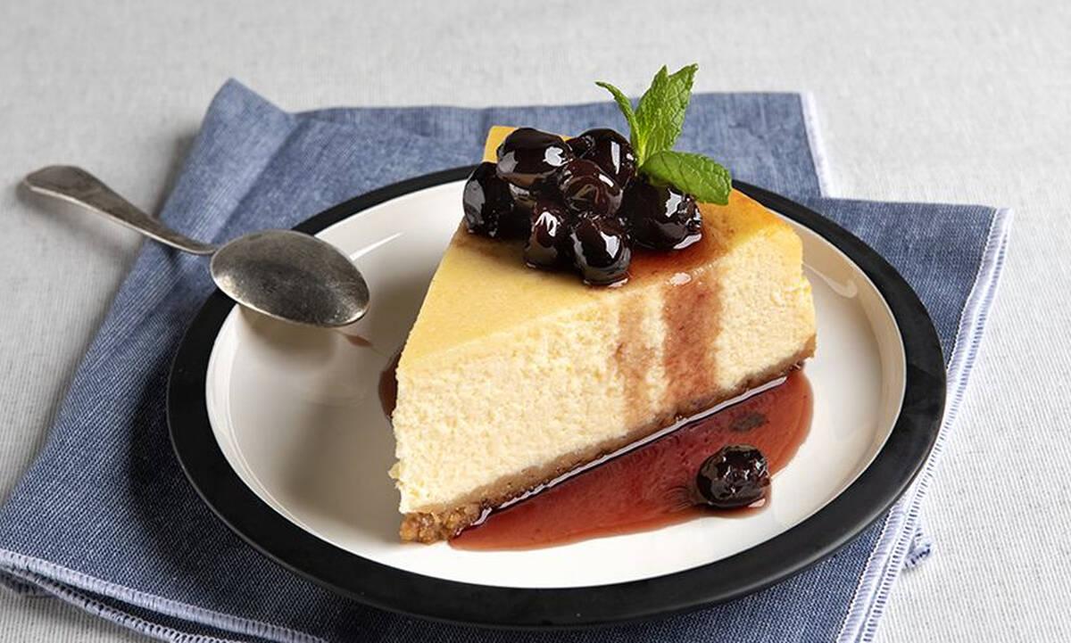Αμερικάνικο cheesecake από τον Άκη Πετρετζίκη που θα σας ενθουσιάσει