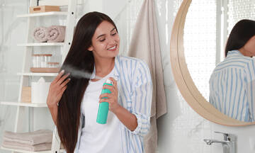 Tips για μαμάδες: 5 έξυπνοι τρόποι να χρησιμοποιήσετε την λακ των μαλλιών