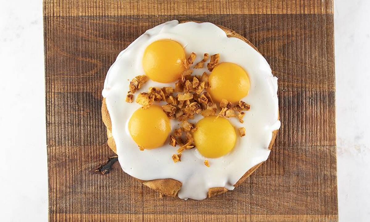 Κέικ με αβγά τηγανητά – Θα εκπλαγείτε με τη νοστιμιά του