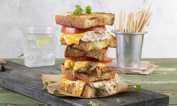 Tuna melt sandwich: Το πιο γευστικό σάντουιτς με τόνο που έχετε δοκιμάσει