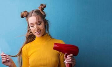 Θέλεις να ισιώσεις τα μαλλιά σου και δεν έχεις πιστολάκι; Υπάρχει λύση!