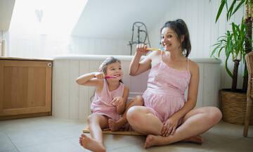Εγκυμοσύνη: Η κακή στοματική υγιεινή μπορεί να προκαλέσει πρόωρο τοκετό