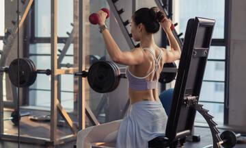 Πολλές επαναλήψεις vs βάρη: Τι να επιλέξεις για να χάσεις κιλά