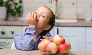 Tips για μαμάδες: Έξι άγνωστες χρήσεις του μήλου εκτός μαγειρικής