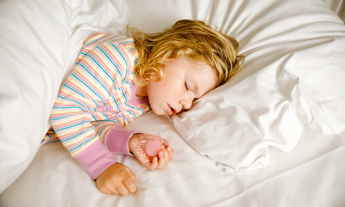 Δεν κοιμάται το παιδί σου; Μην τρελαίνεσαι, δεν συμβαίνει μόνο σε εσένα