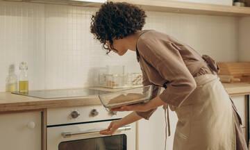 Tips για μαμάδες: Καθαρίστε την κεραμική εστία με μαγειρική σόδα