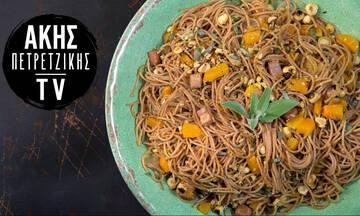 Συνταγή για δίκοκκο σπαγγέτι με κολοκύθα, φασκόμηλο και μπέικον