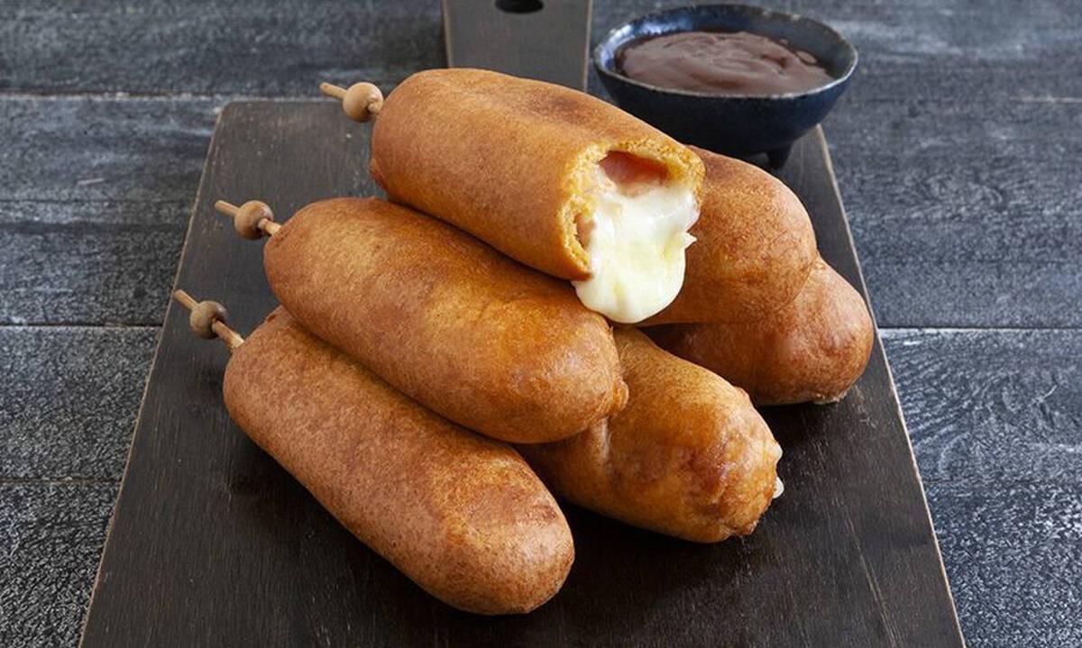 Corn dogs με μοτσαρέλα και μπέικον - Τα παιδιά θα ξετρελαθούν