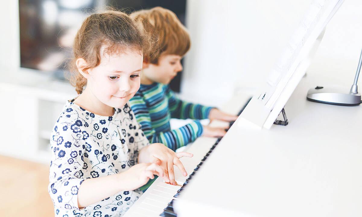 Πώς η μουσική εκπαίδευση επηρεάζει τη μνήμη και την προσοχή των παιδιών