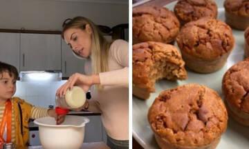 Μαρία Λουίζα Βούρου: Έφτιαξε με τον γιο της υγιεινά muffins χωρίς αυγά (vid)