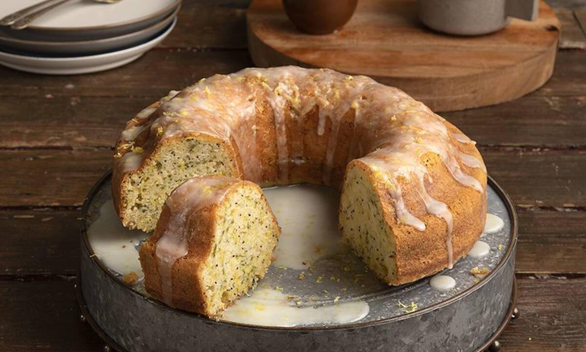 Δεν τρώνε τα παιδιά κολοκυθάκια; Φτιάξτε αυτό το γλυκό κέικ