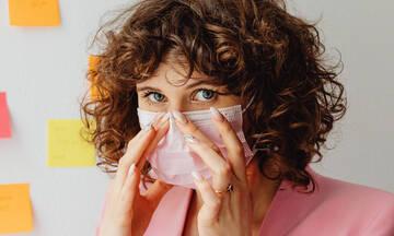 Τι να κάνεις όταν η μάσκα προκαλεί σπυράκια στα χείλη σου