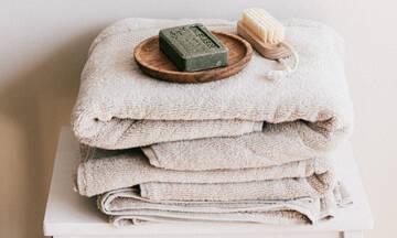 Πώς θα πλύνεις τις πετσέτες σου για να είναι αφράτες και μυρωδάτες